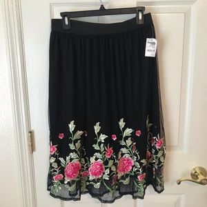 NWT Charlottle Russe Floral Skirt L